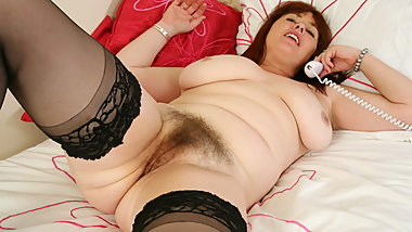 British mum Janey fucks her hairy pussy with a dildo