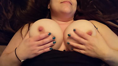 Bbw wife playing with tits