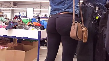 MILF in super tight leggings and exposed thong