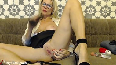 Cute Milf Fingering Pussy With Pink Vibrator - Squirt