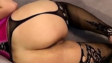 Busty girl in sexy lingery get horny and play urself